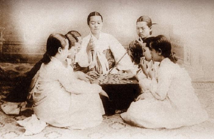 Развлечение жен высокопоставленных корейцев.