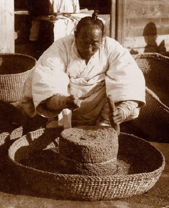 Жернова помогали крестьянину продавать больше товара.