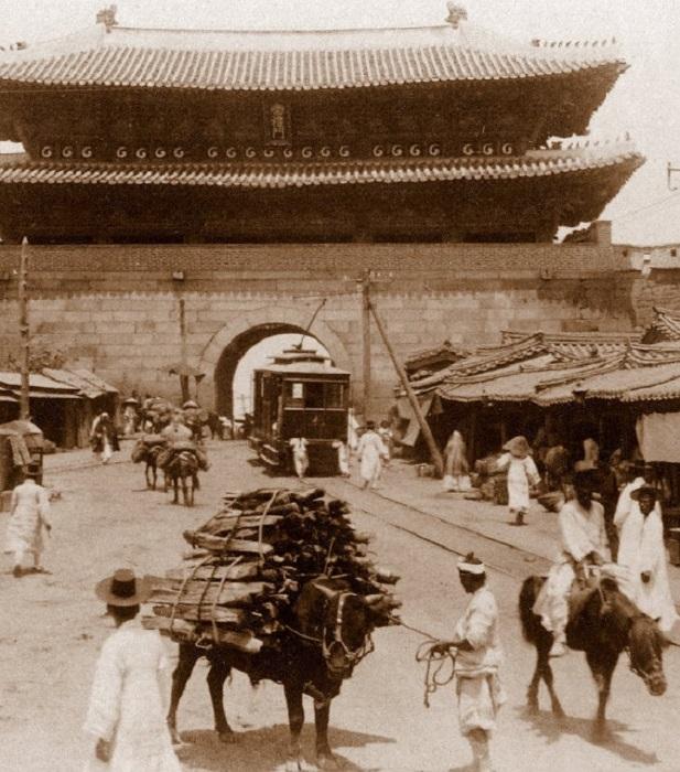 История сеульского трамвая началась с мая 1899 года.