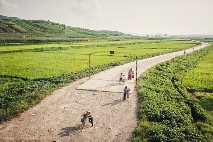 Местные жители не имеют права покидать пределы страны без особого разрешения.