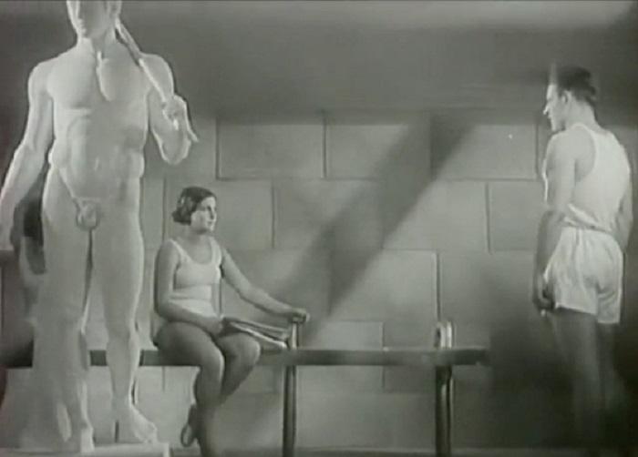 Картина несколько десятилетий пролежала на полке из-за сцен, вполне невинно и поэтично воспевавших красоту обнаженного женского тела. Невозможным в фильме цензоры посчитали и плотское влечение главного героя к представительнице прекрасного пола.