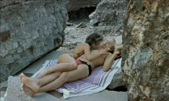 Эпиграмма: «Сегодня все разрешено, что раньше было не положено, и под застойное кино секс-бомба наконец подложена».