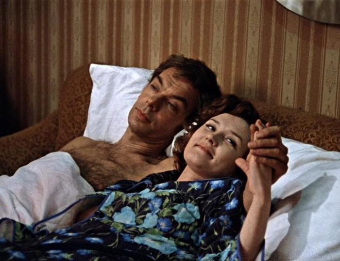 Вера Алентова сыграла в эротической сцене на пару с Баталовым, а режиссером той самой эротической сцены был ее муж.