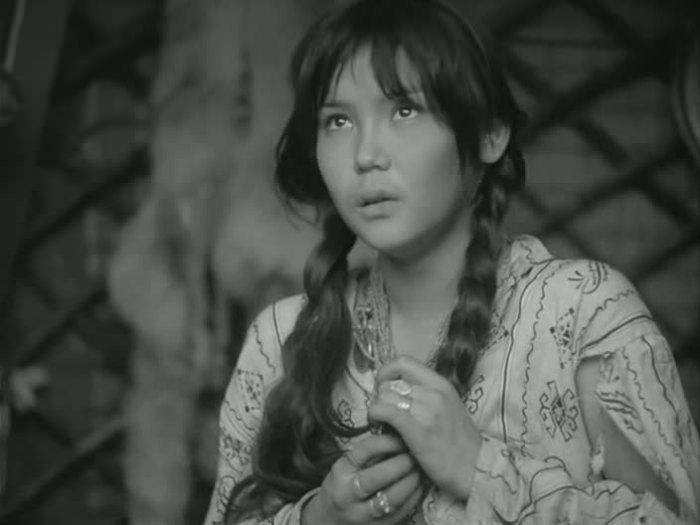 Главная героиня в этом фильме - юная актриса Наталья Аринбасарова.
