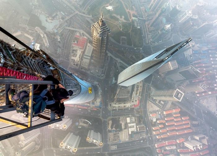Сверхвысокое здание, в районе Пудун города Шанхай.