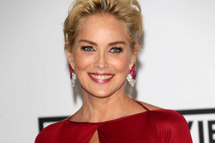 Легендарная американская актриса выглядит прекрасно и точно лет на 20-ть моложе своего истинного возраста.