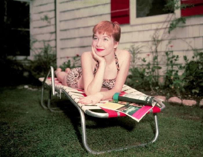 Американская актриса театра и кино, обладает не только актерским талантом, но и литературным даром.