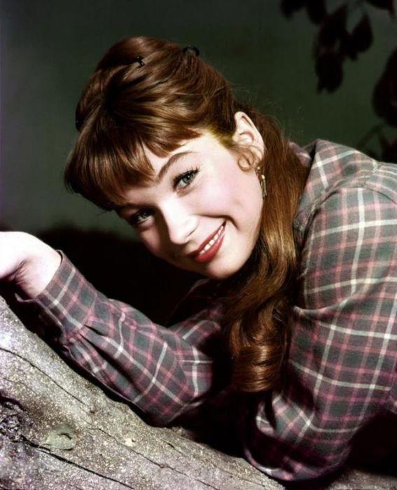 За вклад в кинематограф Ширли Маклейн удостоена звезды на Голливудской «Аллее славы».