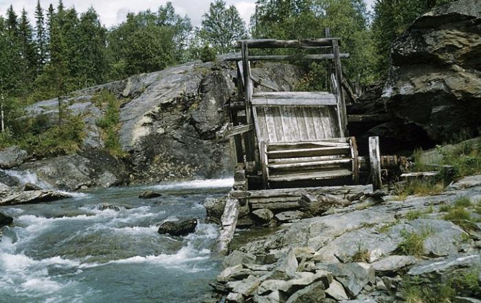 Давно заброшенная мельница на реке Камайокк в Лапландии.