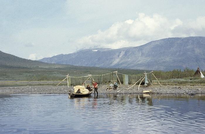 Лов рыбы - основное занятие местных жителей.
