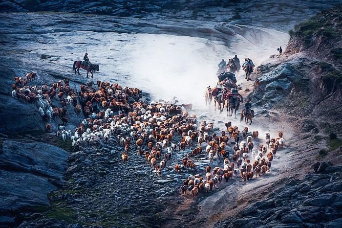 Поощрительной премией в категории «Путешествия и приключения» награжден китайский фотограф Сонджи Цуй (Songge Cui).