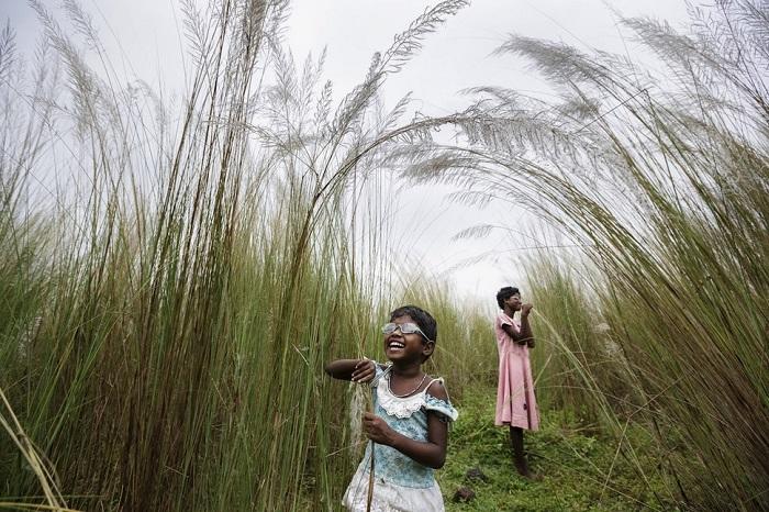 «Первый взгляд» - двух индийских девочек, которые были слепыми с детства.
