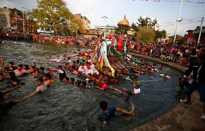 Непальские праздники, которые несут радость, веселье и длятся несколько дней.