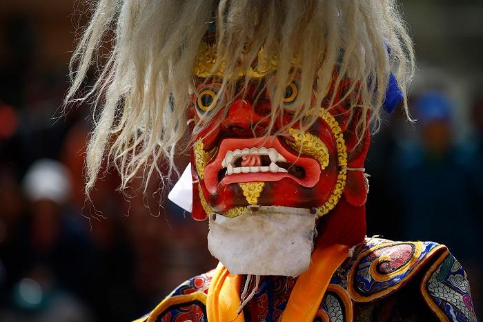 Религиозные церемонии проводятся по всему городу, а затем до вечера продолжаются ритуальные танцы.