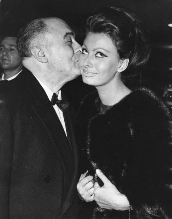 Элегантная Софи Лорен с супругом на премьере комедийного фильма «Леди Л».