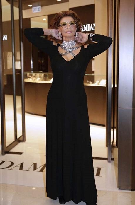 Итальянская актриса на открытии ювелирного магазина «Damiani» в Гонконге.
