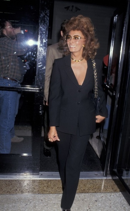 Стильная актриса прибыла для участия в шоу Ларри Кинга, проходящем в прямом эфире.