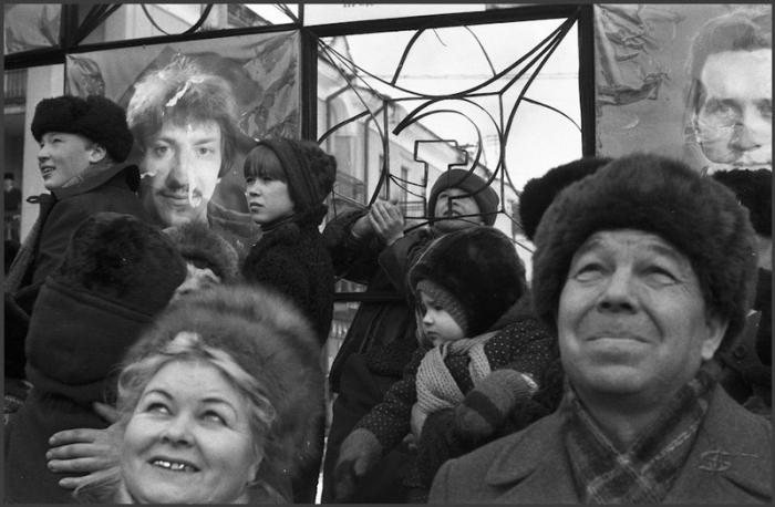 Зрители и передовики производства.