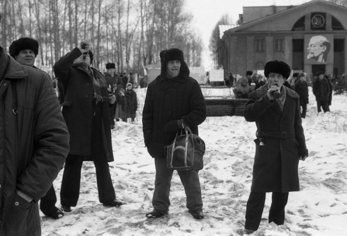 Площадь у Дворца культуры им. Маяковского. Новокузнецк, Кузбасс, Сибирь.