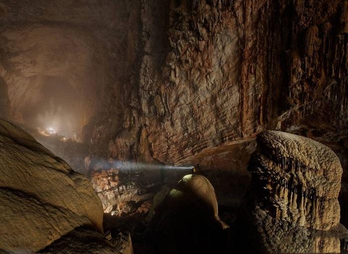 Самая большая пещера в мире, где подземные образование настолько огромны, что человек чувствует себя муравьем по сравнению в ними.
