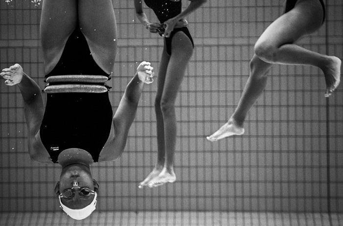 «Подводная грация» - тренировка команды по синхронному плаванию из Сингапура.