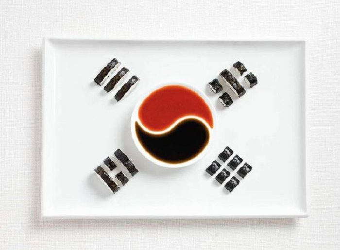 Кимбап и соусы.