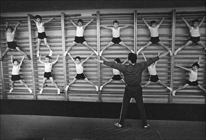 В советские время школьному уроку физкультуры уделяли огромное внимание.
