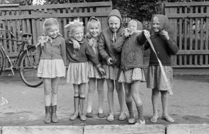 Девчонки из Старой Руссы, 1967 год, фотограф Вадим Опалин.