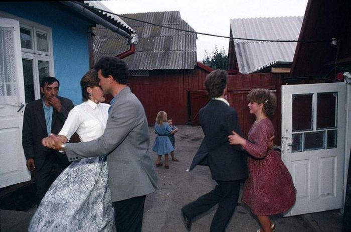 Деревня Черешенка рядом с городом Черновцы, 1988 год. Фотограф Бруно Барби (Bruno Barbey).
