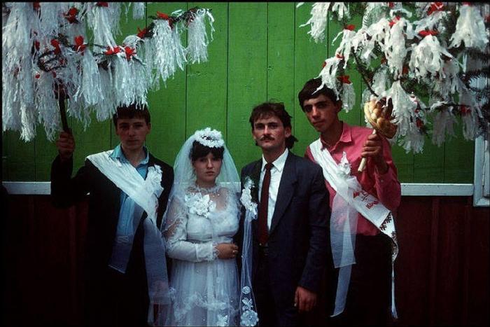 Сельские молодожены, 1988 год. Фотограф Бруно Барби (Bruno Barbey).