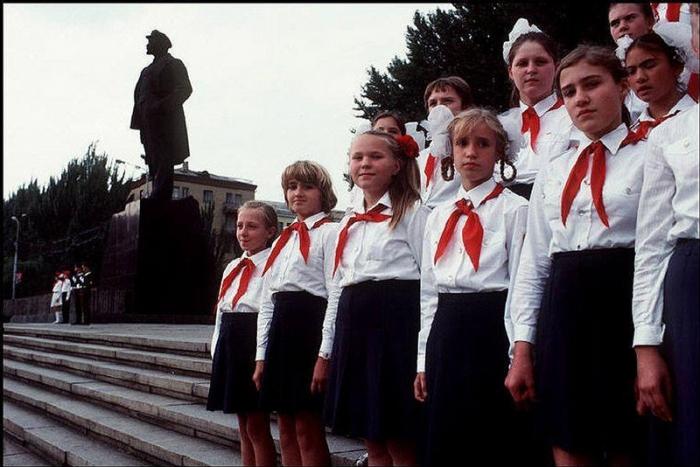 Церемония в честь Второй мировой войны, 1988 год. Фотограф Бруно Барби (Bruno Barbey).