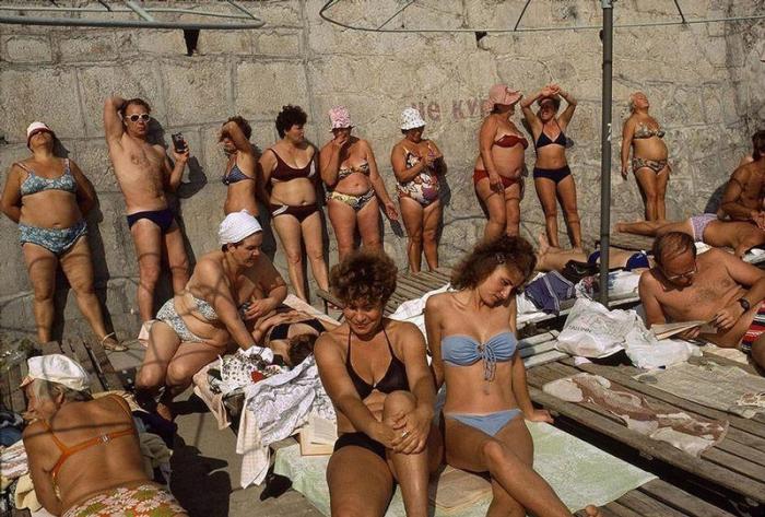 Любимый курорт многих людей на Чёрном море, 1988 год. Фотограф Бруно Барби (Bruno Barbey).