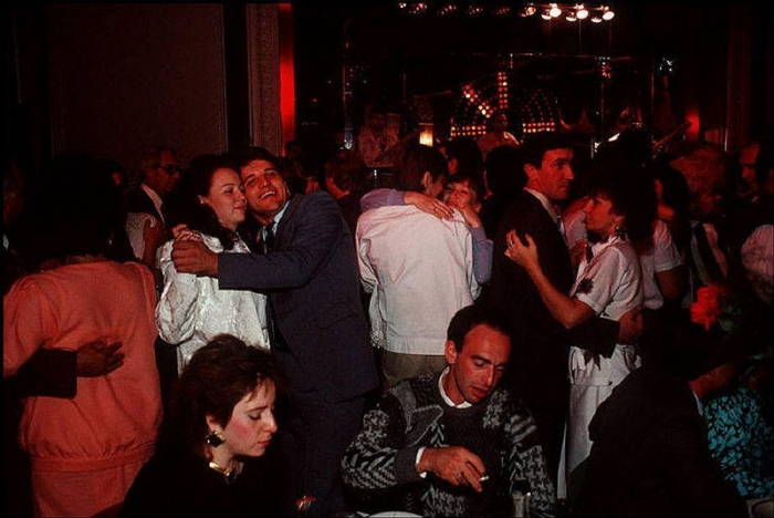 Одесская молодёжь на дискотеке, 1988 год. Фотограф Бруно Барби (Bruno Barbey).