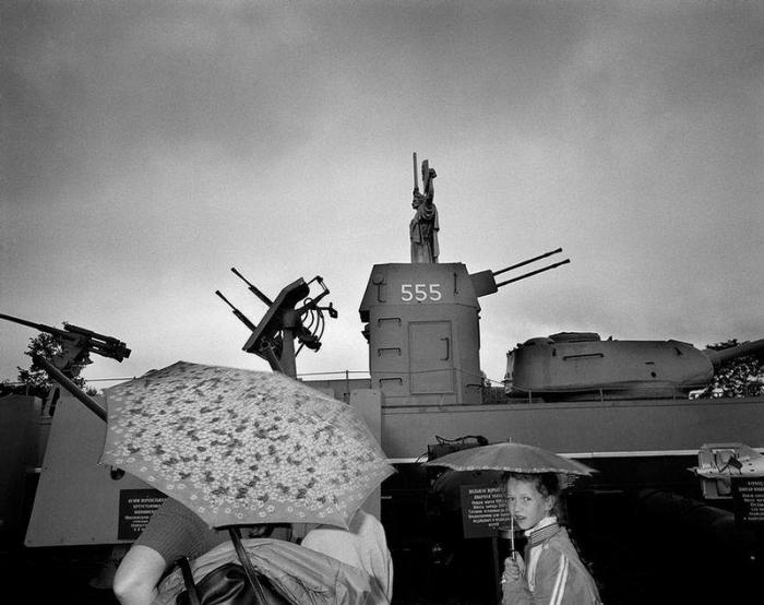 Памятник Второй мировой, 1989 год. Фотограф Бруно Барби (Bruno Barbey).