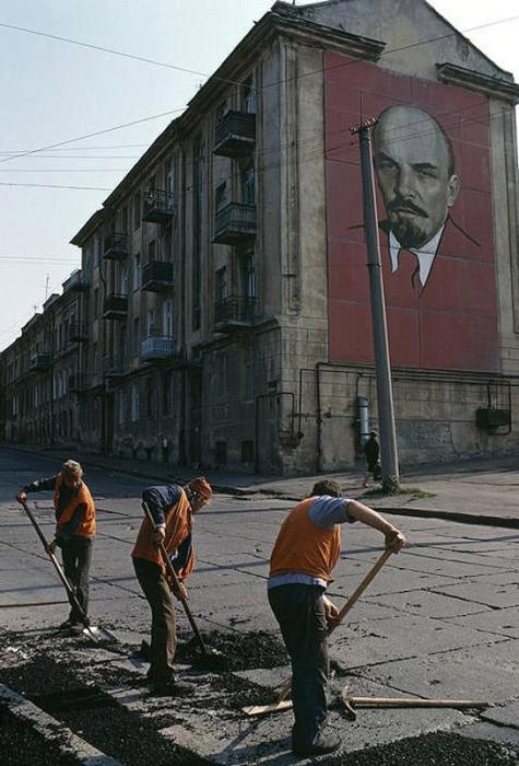 Рядом с гаванью, Одесса, 1988 год. Фотограф Бруно Барби (Bruno Barbey).