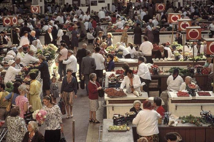 Рынок на улице Крещатик, 1988 год. Фотограф Бруно Барби (Bruno Barbey).