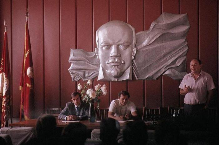 Рассмотрение ряда вопросов, 1988 год. Фотограф Бруно Барби (Bruno Barbey).