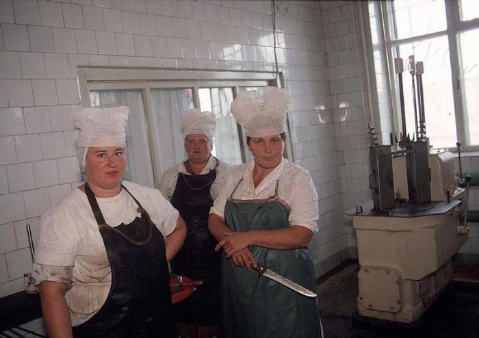 Кухня при колхозе, принадлежащем шахтерам, 1988 год. Фотограф Бруно Барби (Bruno Barbey).