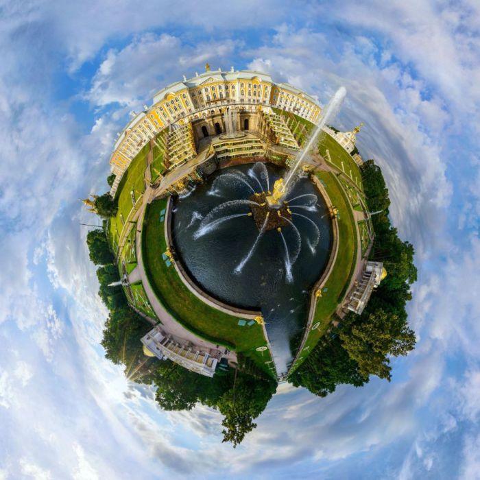 Второй по величине город России после Москвы.