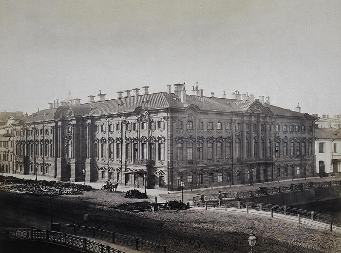 Фасад Строгановского дворца. Фотограф Вильям (Василий Андреевич) Каррик 1868 год.