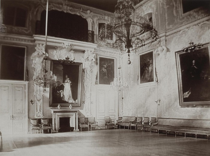 Танцевальный зал.