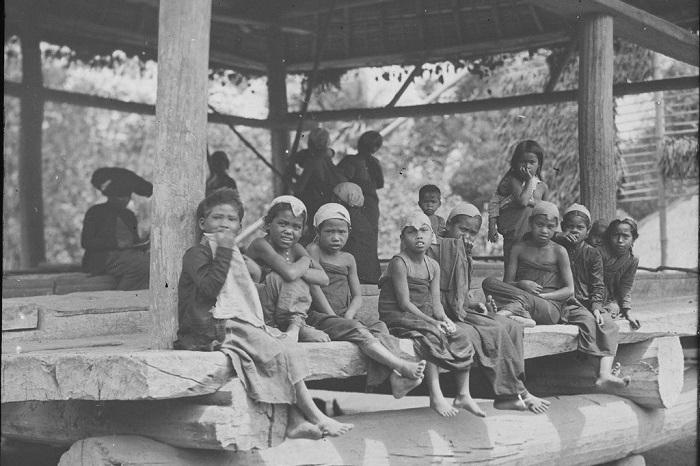 Путешествие по острову Суматра, одного из крупнейших в Индонезии.