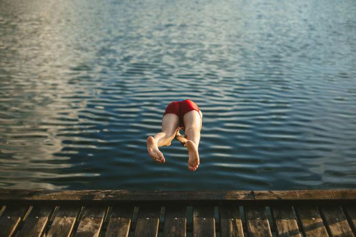 Искупаться в реке в жаркий денек – еще одно интересное занятие, от которого дети не смогут отказаться.
