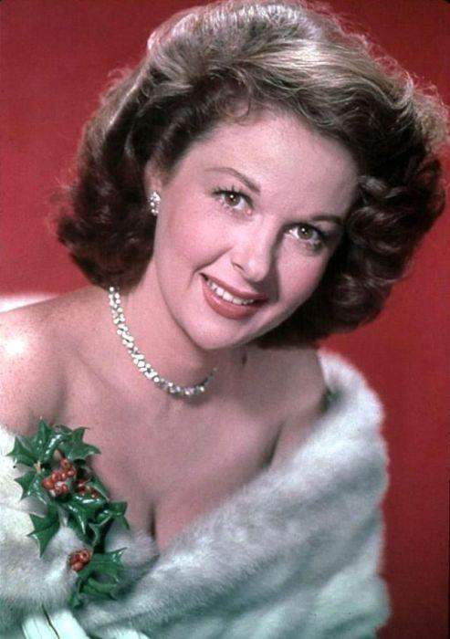 После многочисленных съемок в эпизодических ролях американская актриса становилась все более известной и узнаваемой.