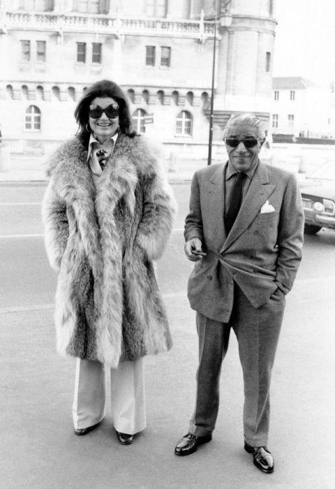 Бывшая Первая леди США Жаклин Кеннеди (Jacqueline Kennedy) со своим вторым мужем – судоходным магнатом Аристотелем Онассисом (Aristotelis Onassis).