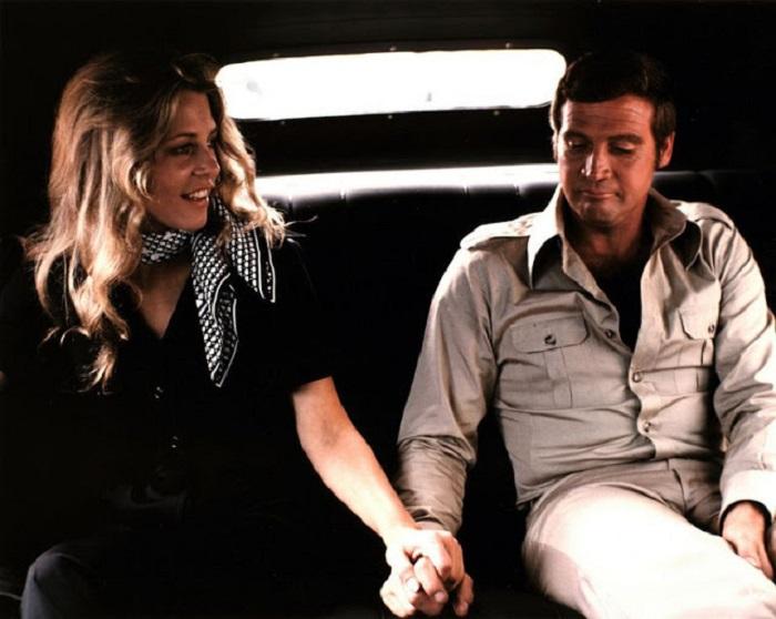 Американская актриса Фэрра Фосетт (Farrah Fawcett) со своим супругом – актером Ли Мэйджорсом (Lee Majors) на съемках сериала «Бионическая женщина».