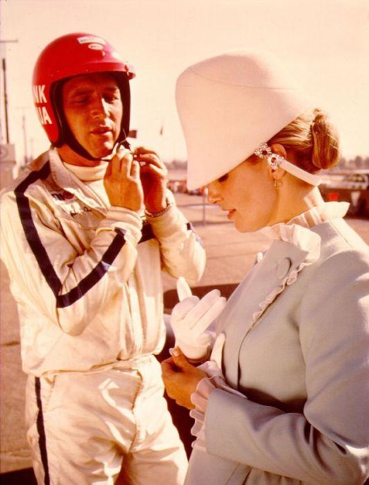 Американский режиссер и продюсер Пол Ньюман (Paul Newman) и киноактриса Джоан Вудворд (Joanne Woodward) на съемках фильма «Победители».