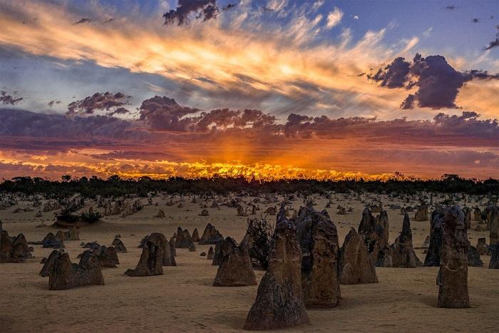 Закат в горах. Автор фотографии: Сам Юк (Sam Yick).