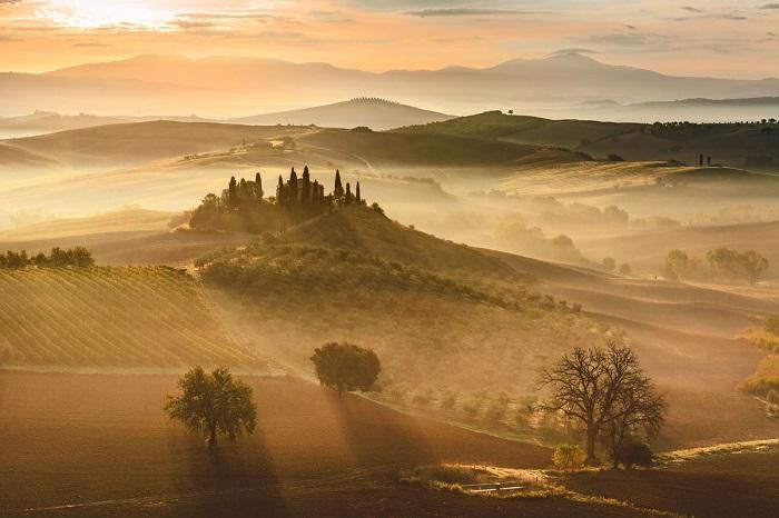 Земля в золотых лучах утреннего света. Автор фотографии: Джованни Модести (Giovanni Modesti).
