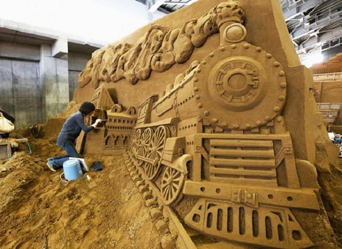 Поезд из песка.